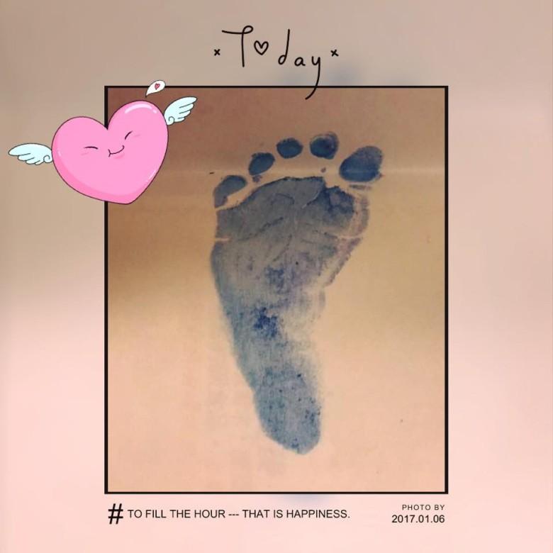 Lâm Tâm Như khoe dấu chân con gái vừa chào đời, bé nặng 3,3kg